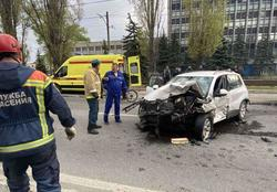 Водитель 'Мерседеса', пострадавший в массовом ДТП, умер в больнице