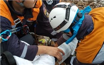 «Камни сдвинулись и зажали ногу»: в Хакасии 18-летняя девочка получила травму во время одинокой прогулки на Борус