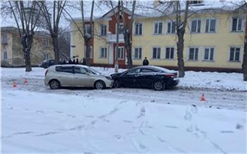 Красноярец разрешил прокатиться на автомобиле 17-летнему сыну. Придется платить за ремонт чужого Hyundai