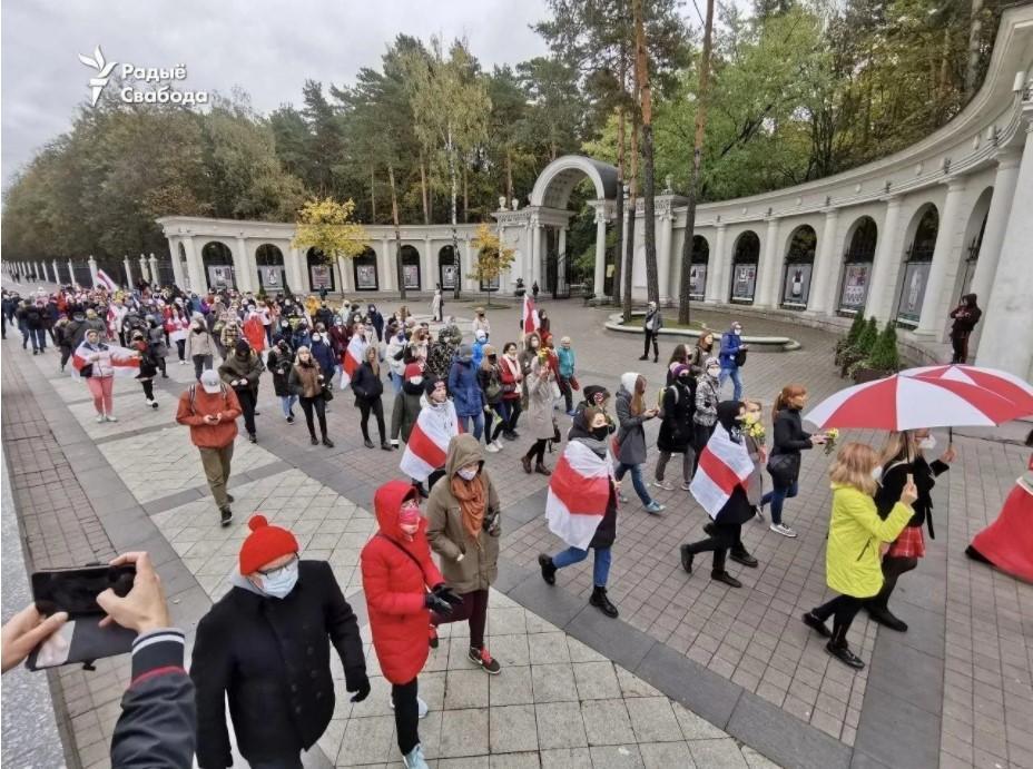 В Минске начались задержания женщин и студентов, вышедших на марш