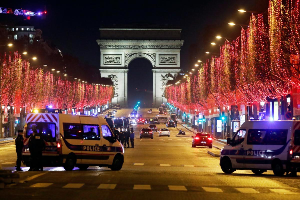 Франция вводит усиленный комендантский час из-за ситуации с коронавирусом