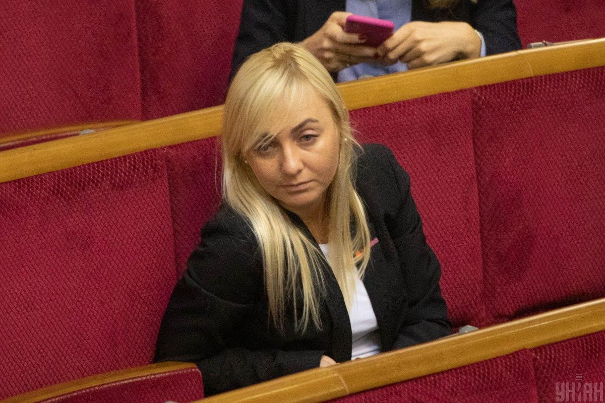 Нардеп Устинова скрывает свои доходы и живёт в США – СМИ