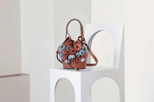 Loewe выпустил сумки, вдохновленные галисийскими горшками