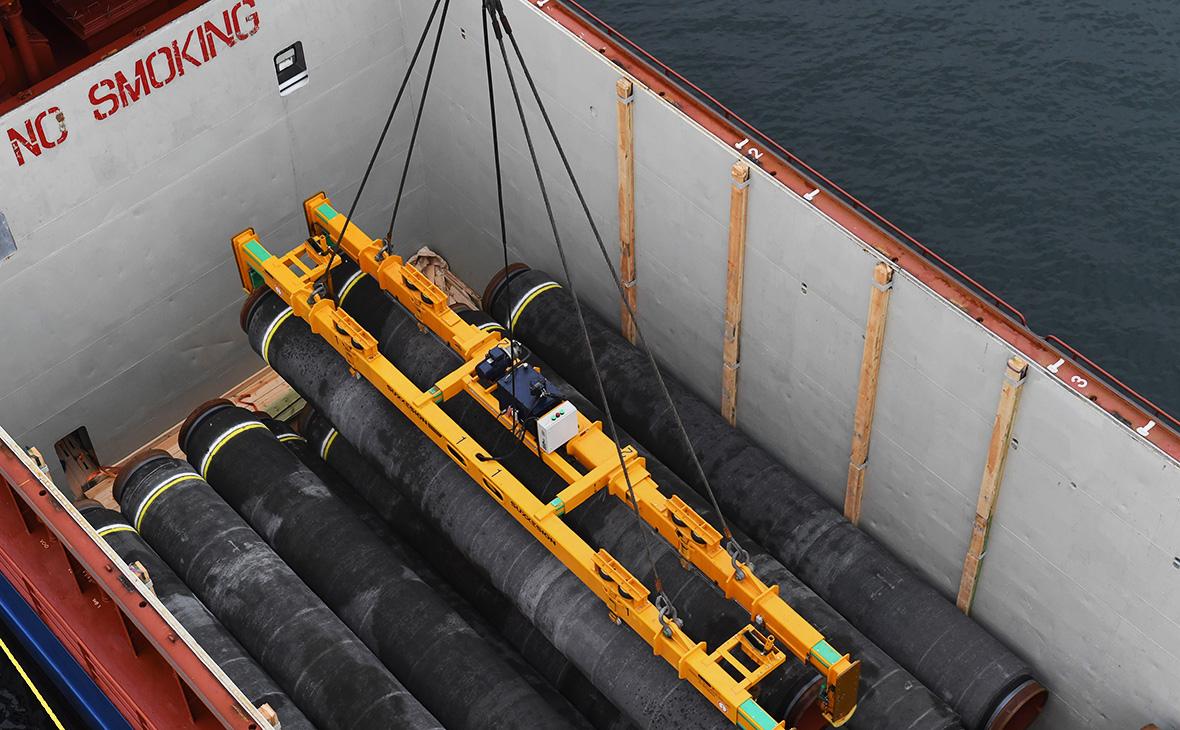 Способное достроить «Северный поток–2» судно вновь сменило курс