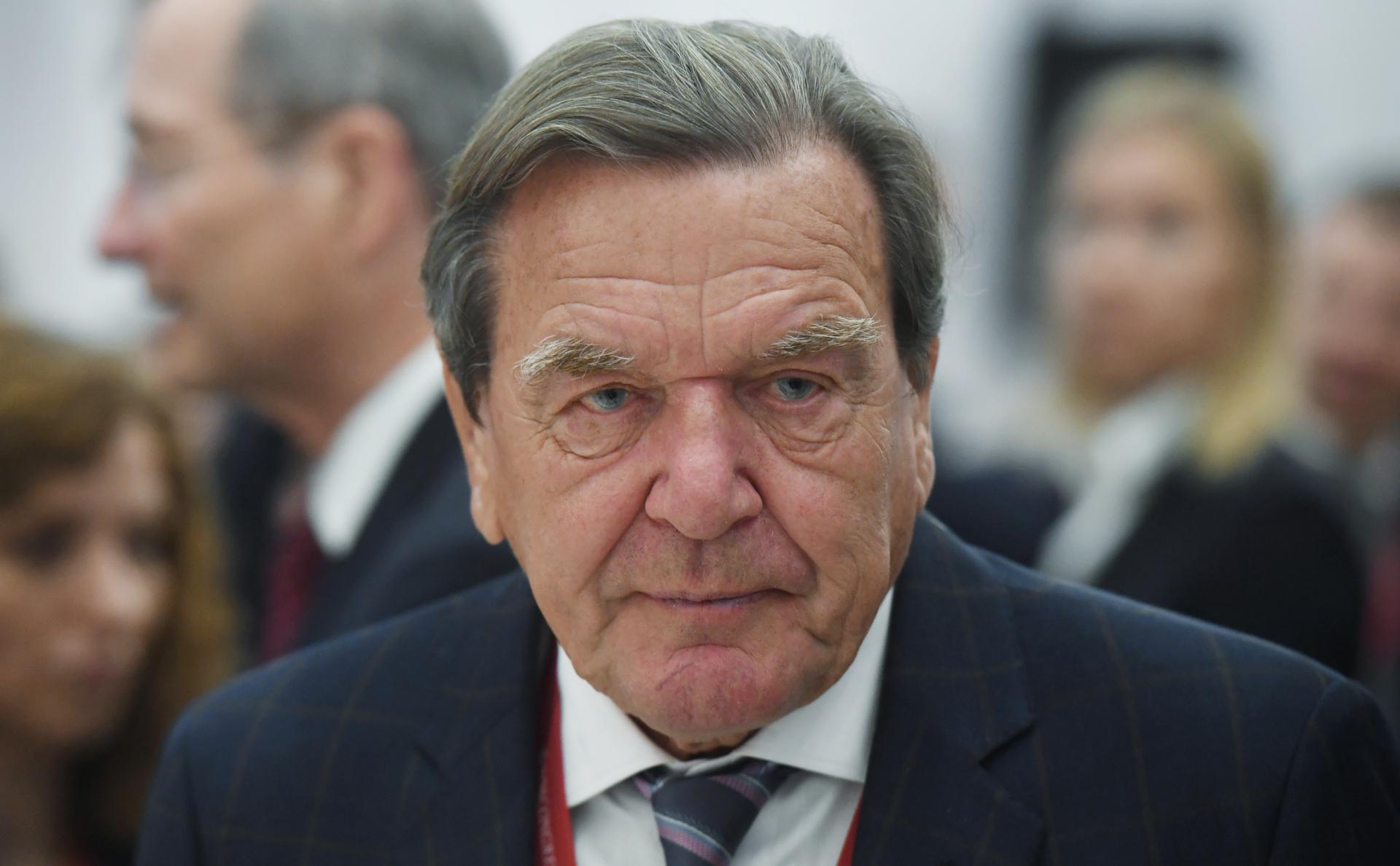 Шрёдер назвал санкции по «Северному потоку-2» атакой на экономику Европы
