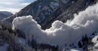 В Бурятии пять туристов попали под лавину