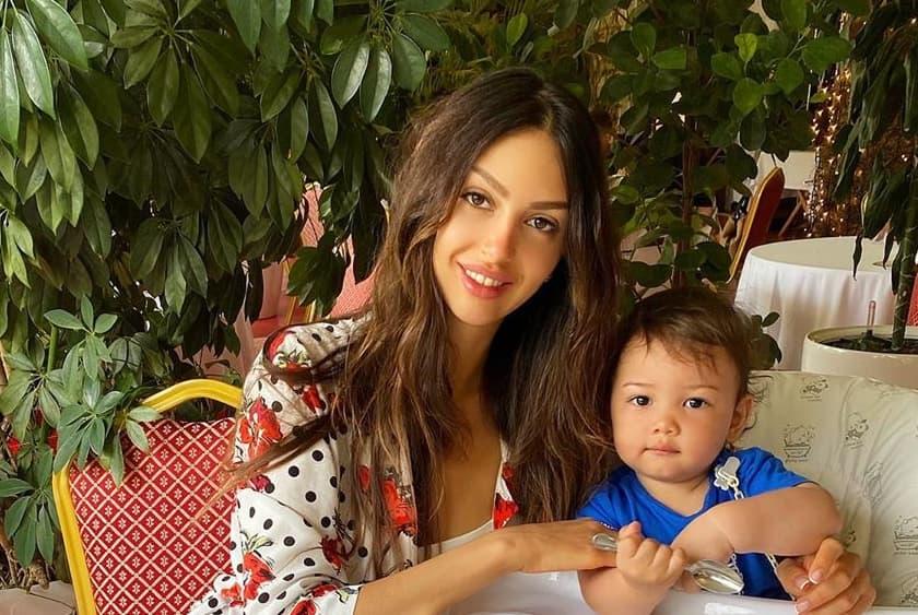 Воеводина опубликовала фото подросшего сына