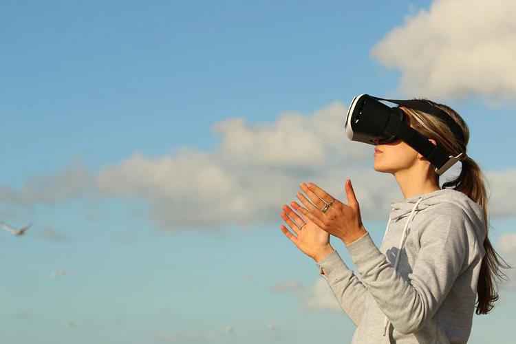 Рынок VR-устройств обвалится в 2020 году, но затем его ждёт огромный рост