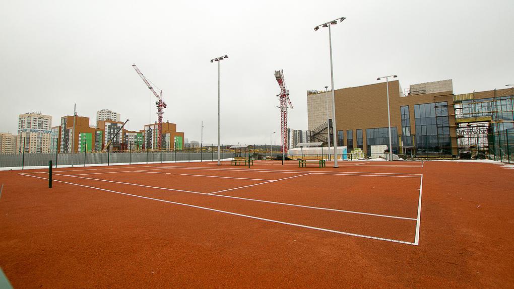 Создатель Академии тенниса в Академическом готов отдать ее спортсменам Универсиады. Но нужны деньги