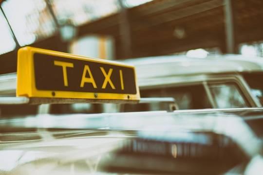 Таксисты рассказали о суевериях и ритуалах во время поездок