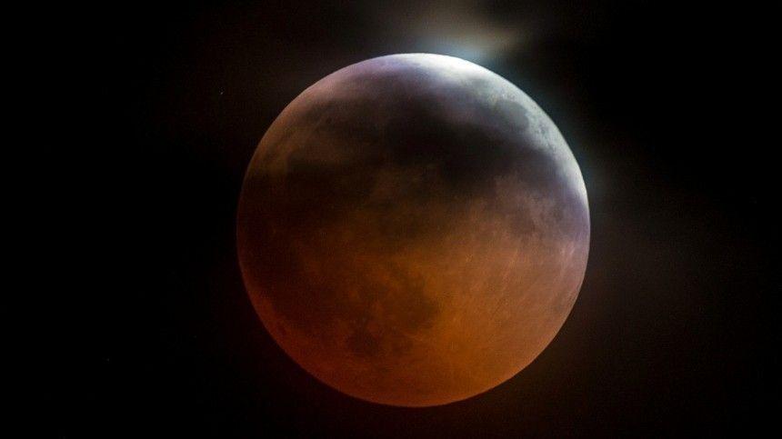 Неудачи и потеря успеха: чем опасно лунное затмение 5 июля