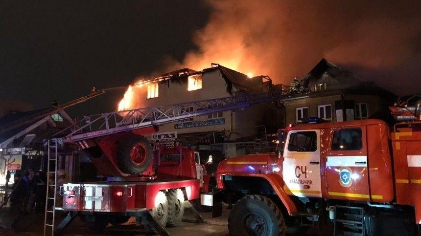 В Нальчике загорелся трехэтажный магазин площадью в тысячу «квадратов» — видео