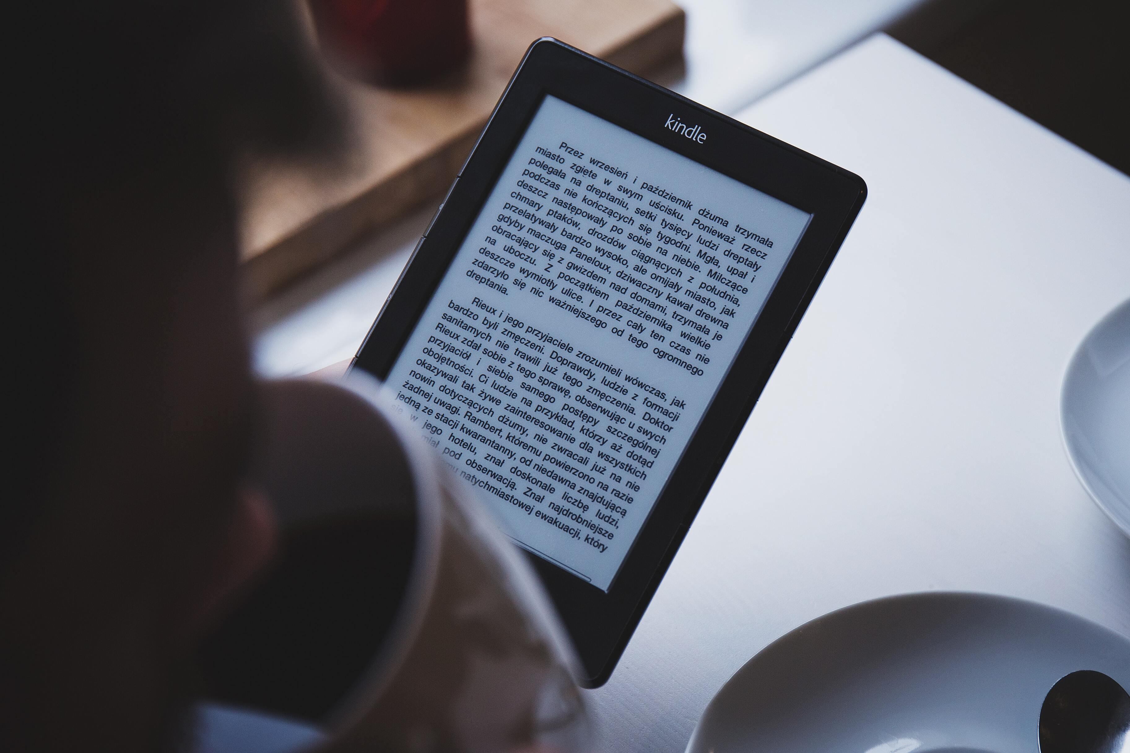Электронные книги отстали по продажам от бумажных