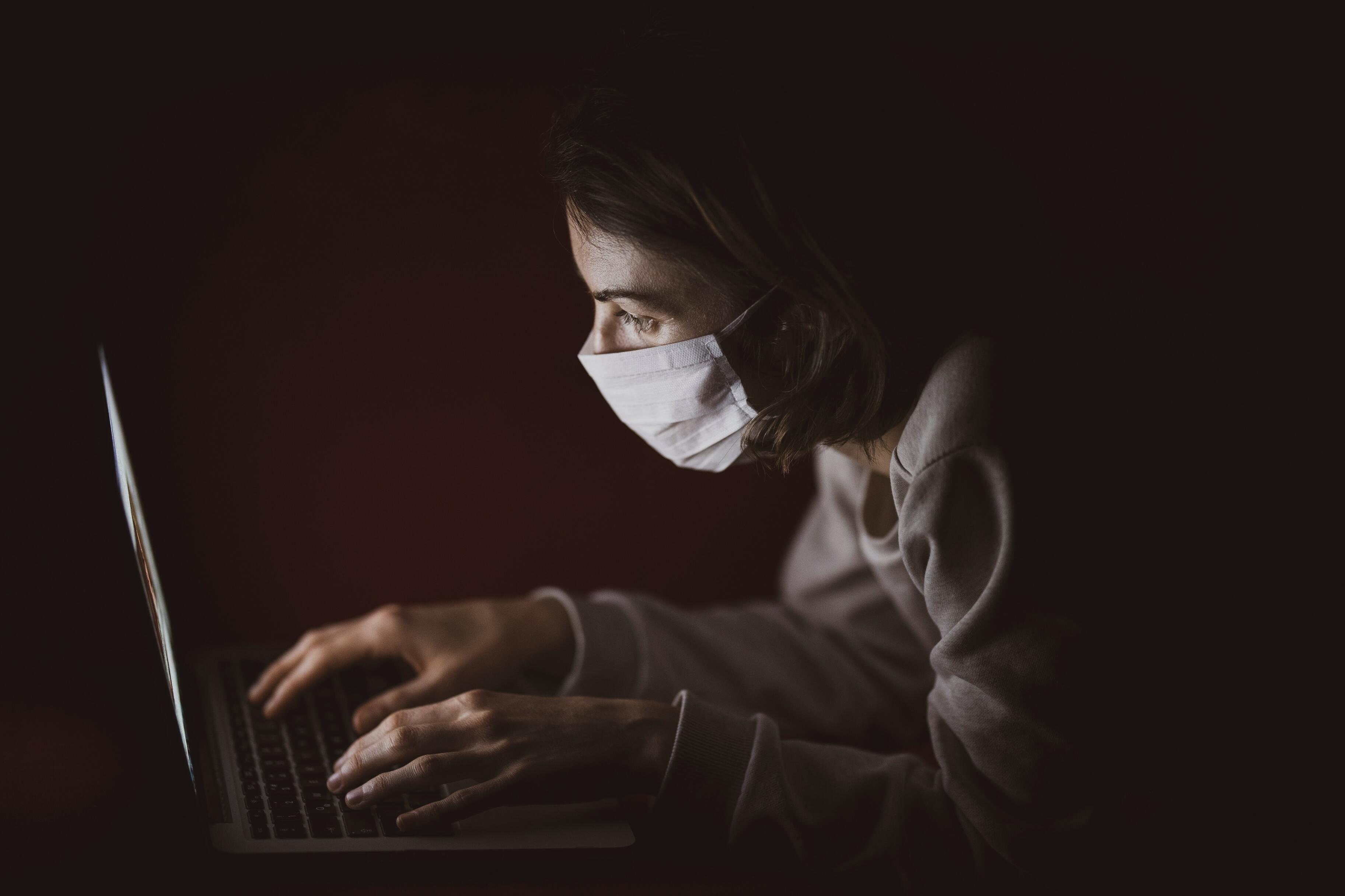 Цифра дня: Сколько россиян считают коронавирус биологическим оружием?