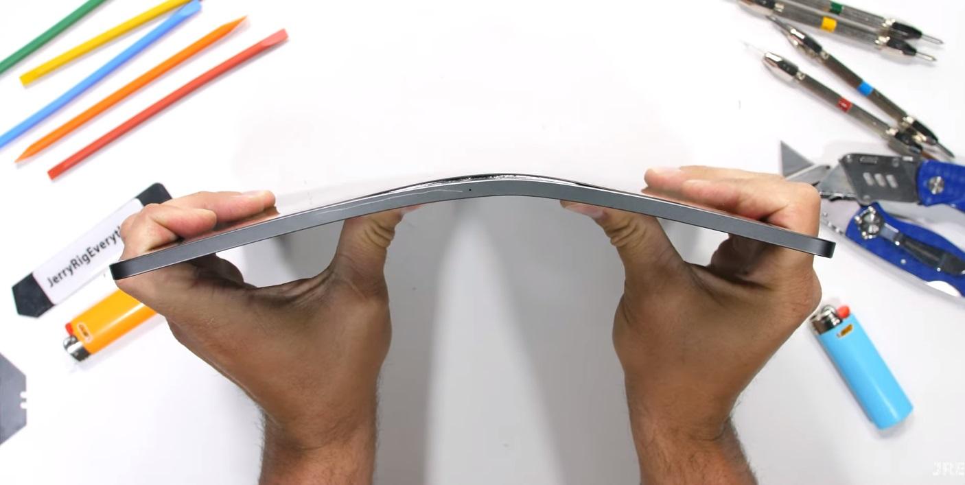 iPad Pro с процессором M1 поцарапали, погнули и подожгли. Он оказался крепким орешком