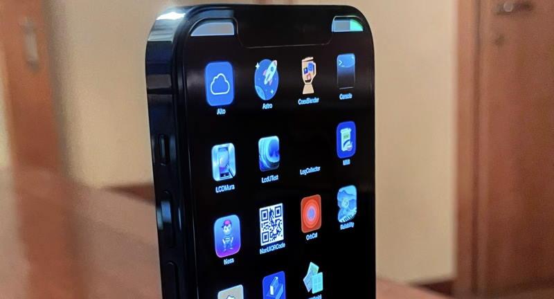 Показан прототип iPhone 12 Pro — с другой операционной системой вместо iOS