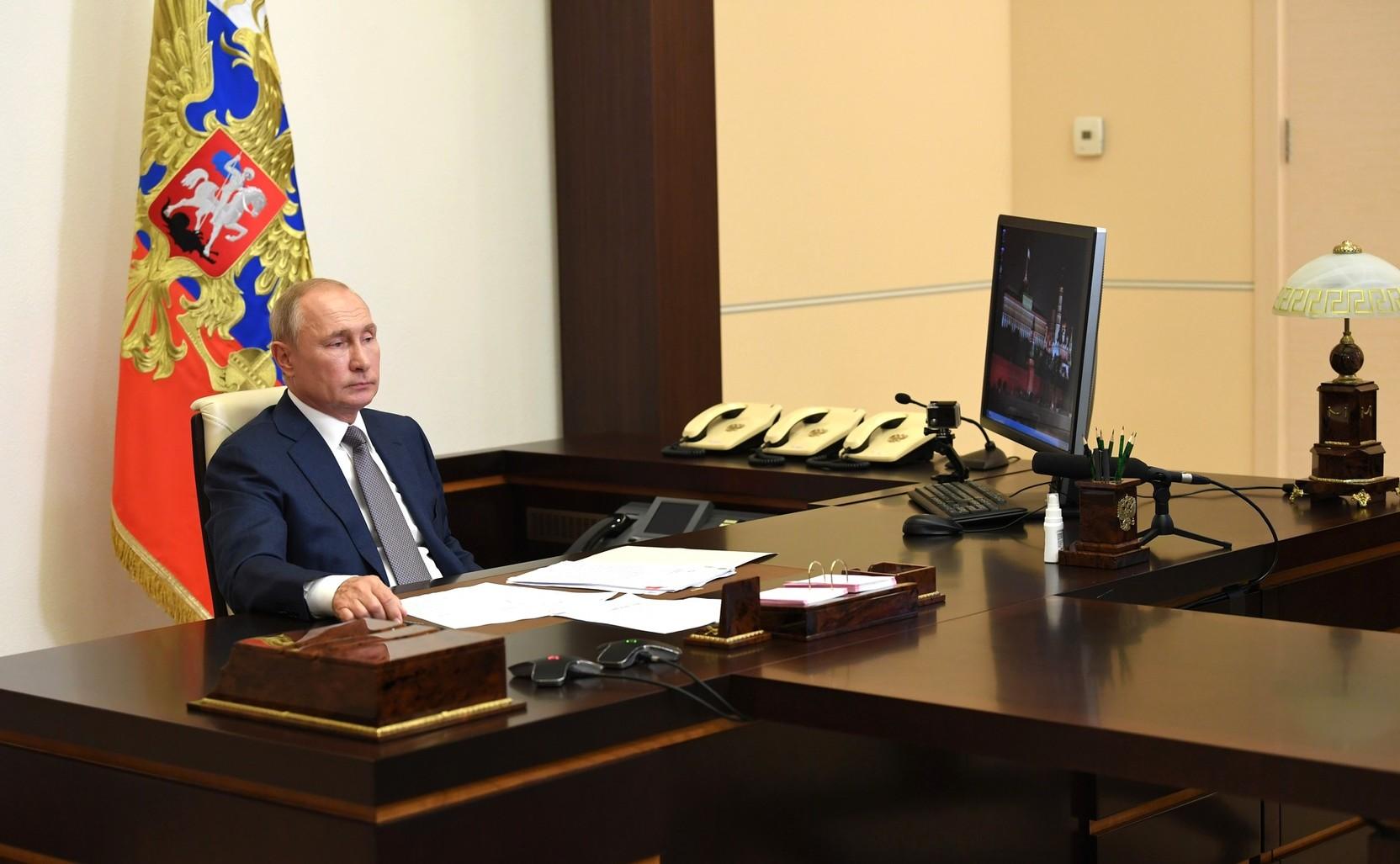 Бедность и безработица. Путин назвал главные риски в мире