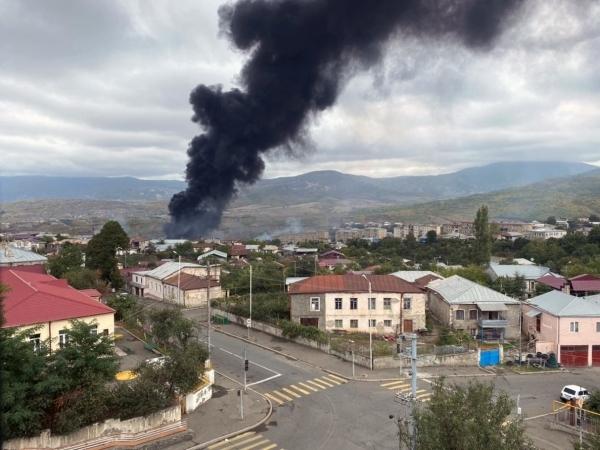 СМИ: Протестующие в Ереване требуют аннулировать договорённости по Карабаху