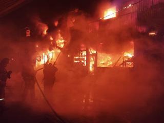 В Ростове-на-Дону загорелся нежилой четырехэтажный дом