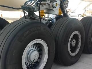 У самолета в Шереметьеве загорелась стойка шасси