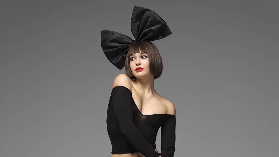 Певицу Sia затравили в Сети из-за актрисы в ее фильме