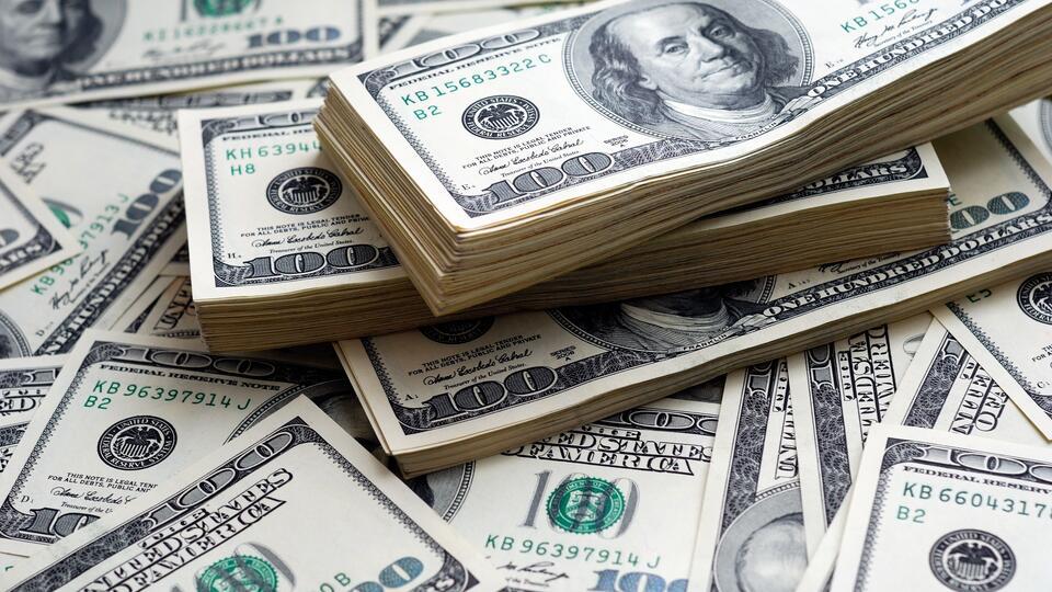 Аналитик объяснил, почему 'золотые дни' доллара уже сочтены