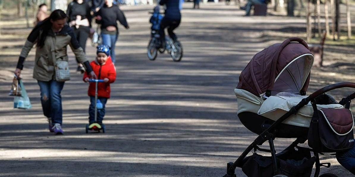 Путин поручил реализовать инициативы 'Единой России' о выплатах беременным и кешбэке за детский отдых