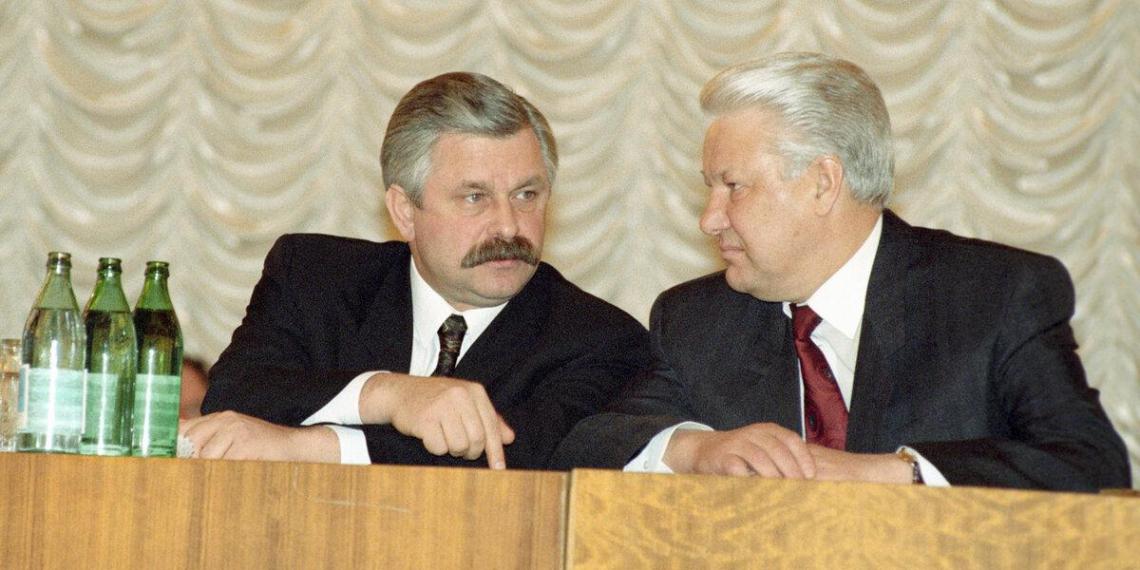 Руцкой рассказал о загадочном иностранце, дававшем Ельцину советы перед распадом СССР