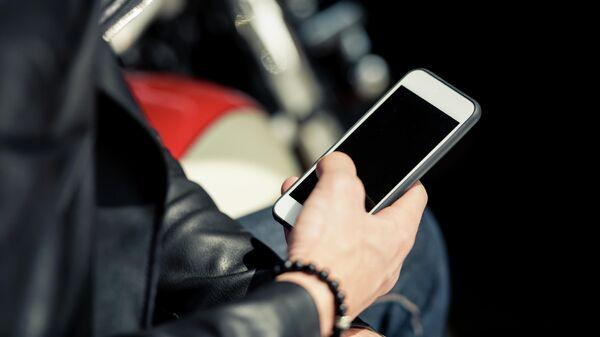 Врач назвал смартфоны причиной неожиданных травм