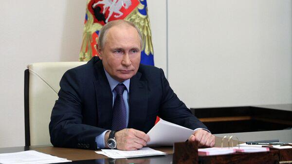 Путин подписал закон о штрафах для банков за угрозы при взыскании долгов