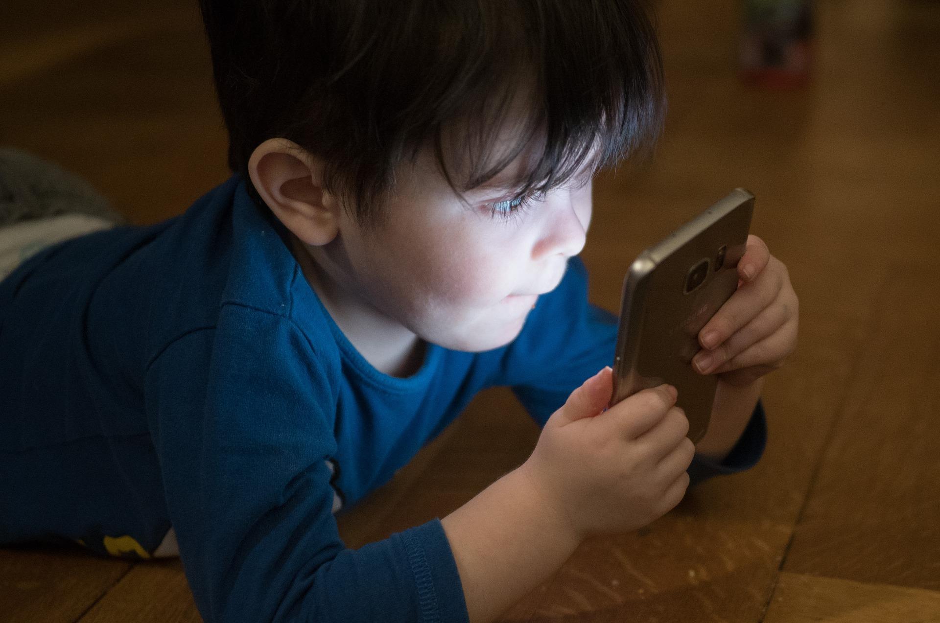 10 лучших смартфонов для детей на разный бюджет