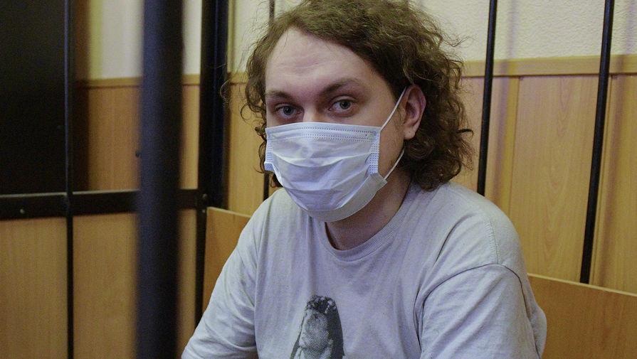Блогера Хованского привезли в суд