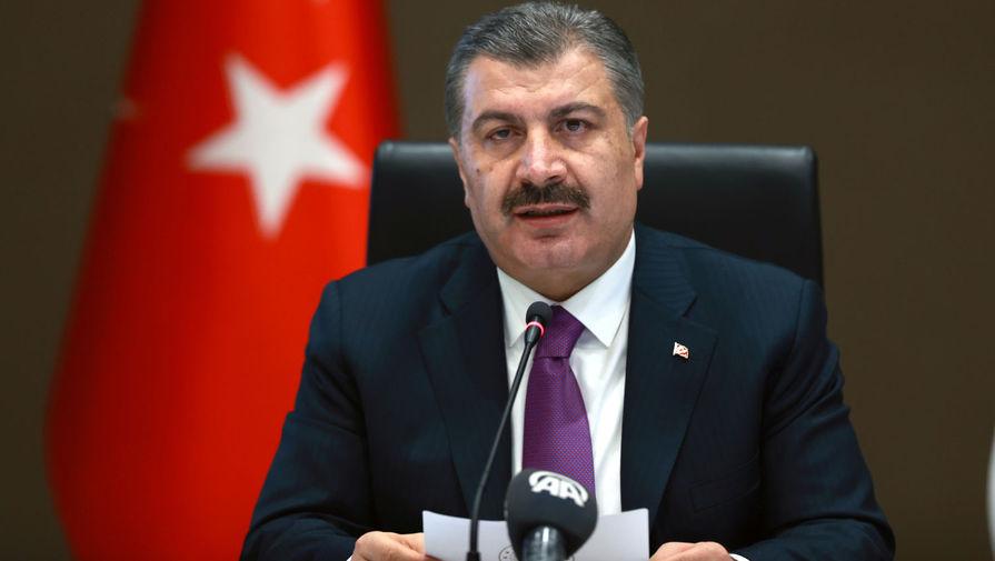 Глава Минздрава Турции первым в стране привился от COVID-19 вакциной CoronaVac