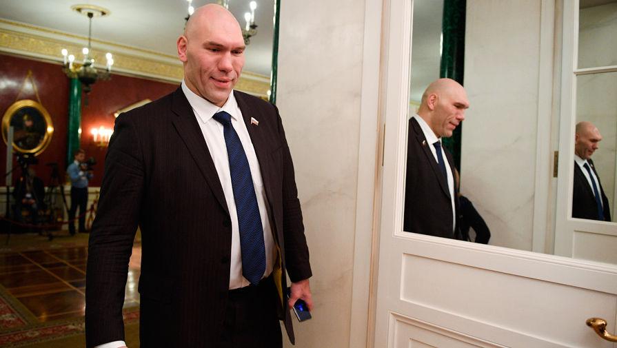 Валуев рассказал, как укоряет себя за то, что не служил в армии