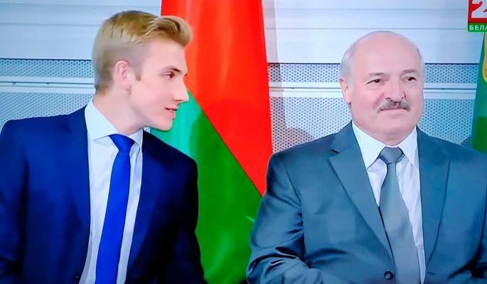 Младшего сына Лукашенко тайно вывезли в Москву