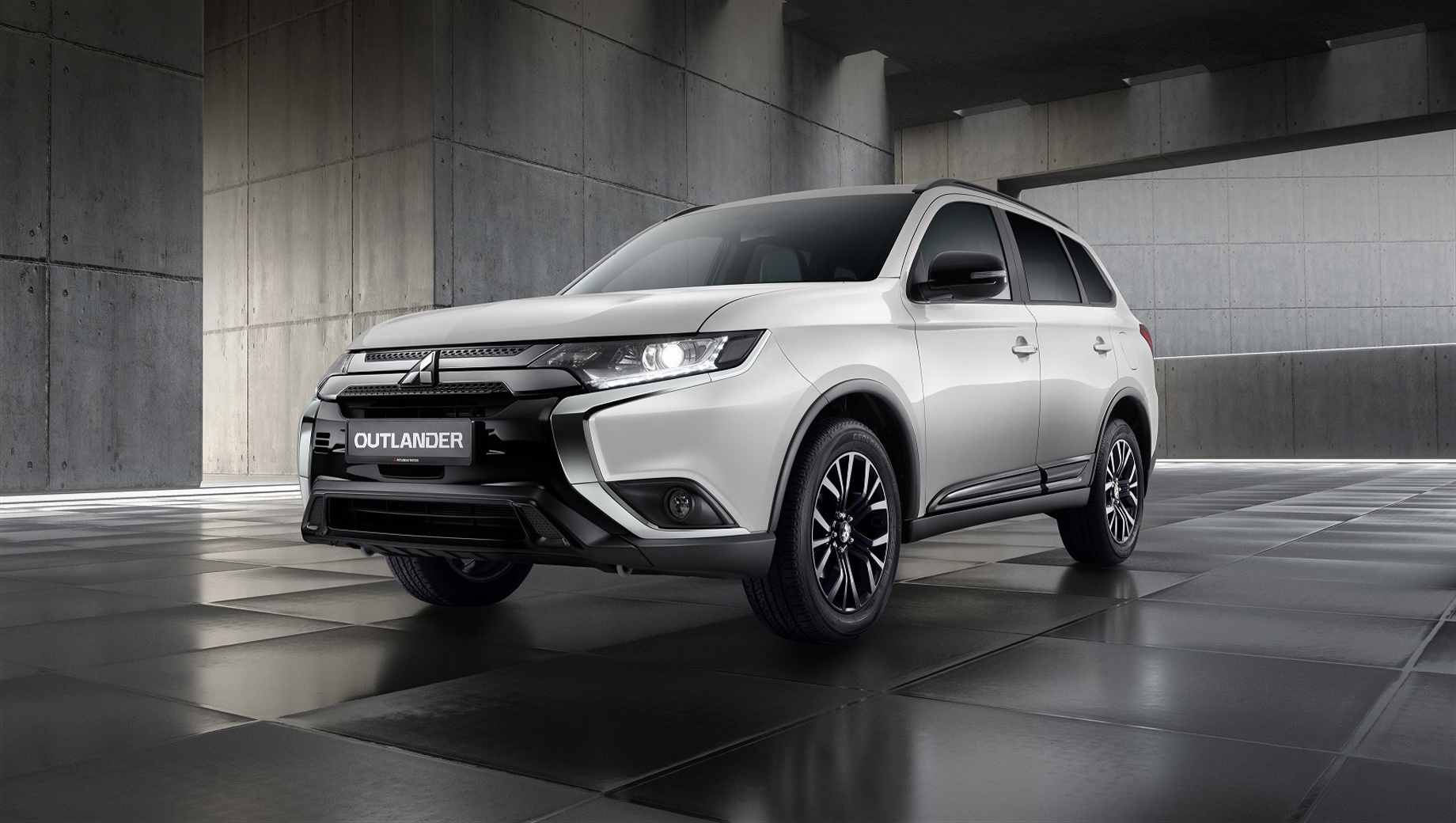 Mitsubishi Outlander Black Edition выделился декором