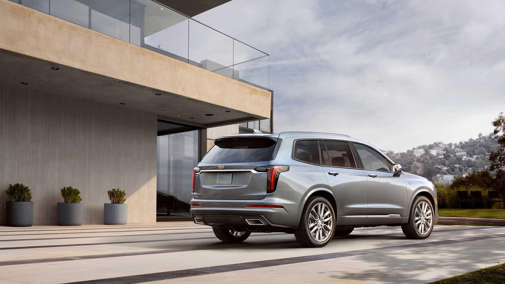 У Cadillac XT6 появилась более доступная версия