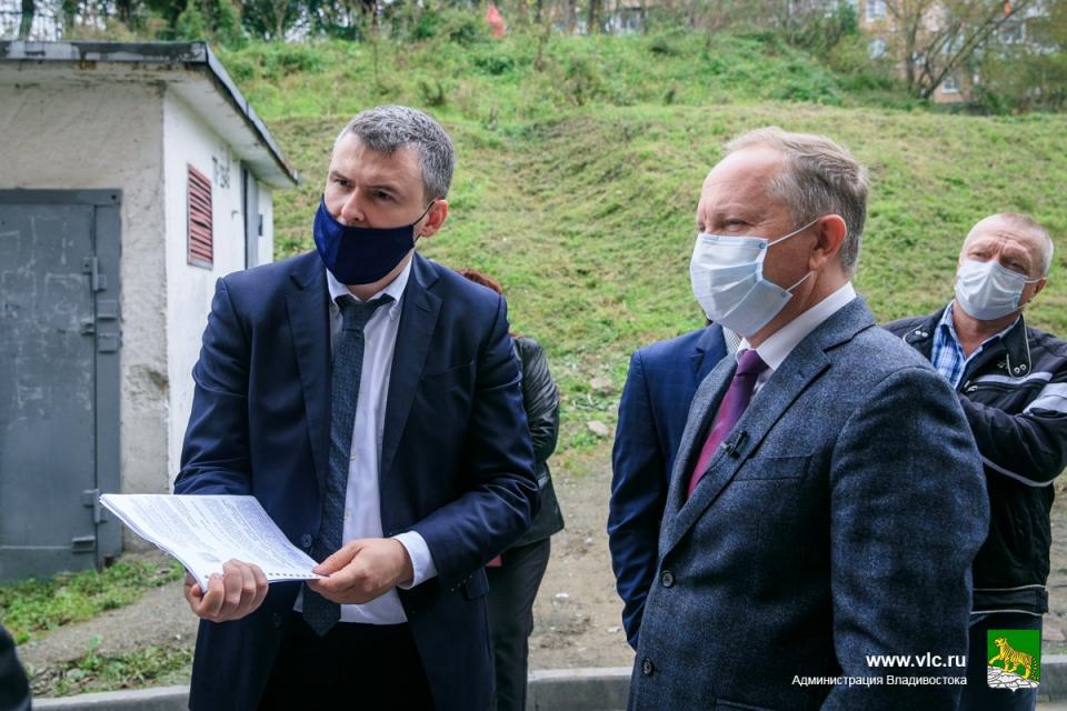 Мэр Владивостока проверил, как идут работы по благоустройству в разных районах города