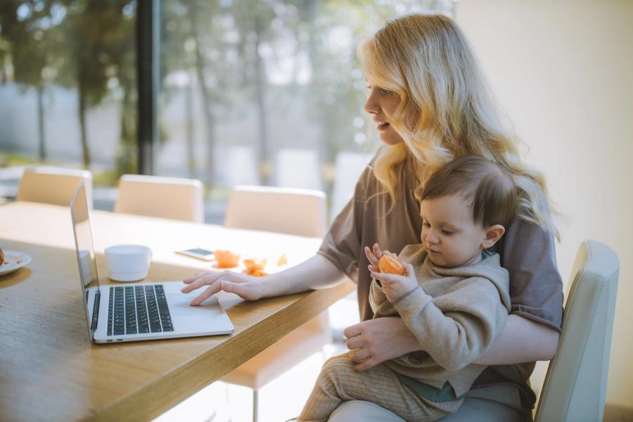 Более одного миллиона родителей в России воспользовались сервисом расчета детских пособий от Сбера