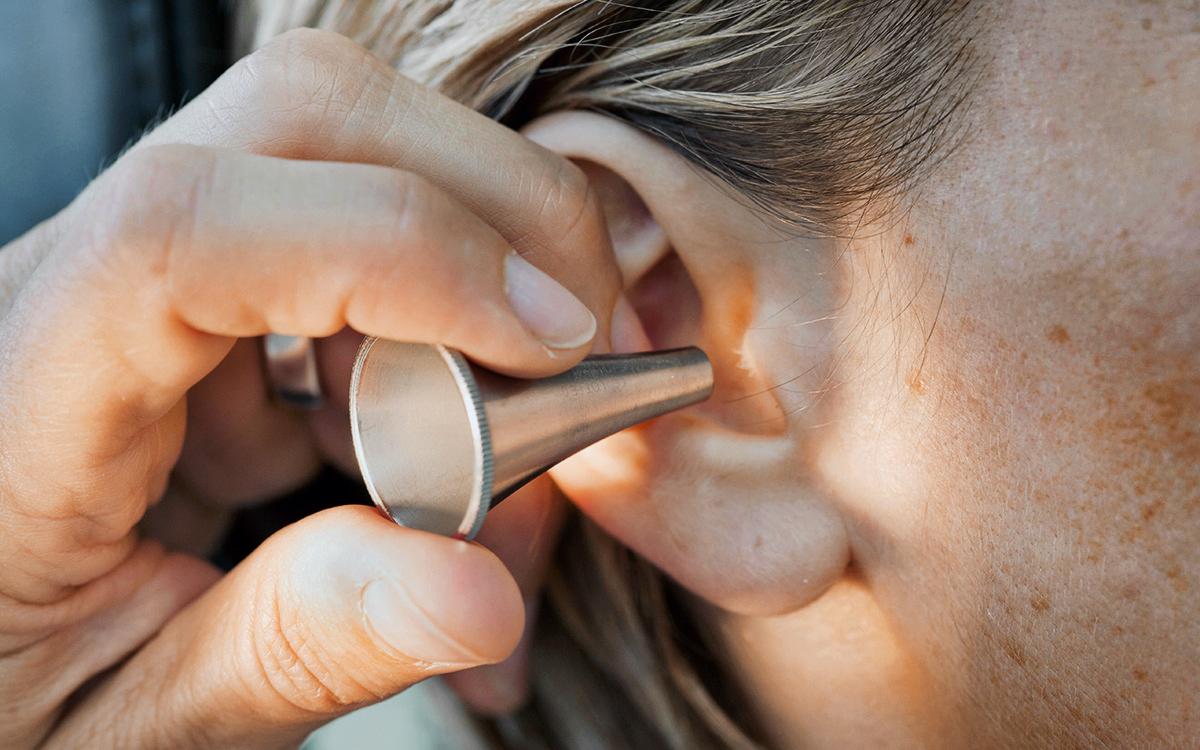 Вирусологи оценили данные об ухудшении слуха у заболевших коронавирусом