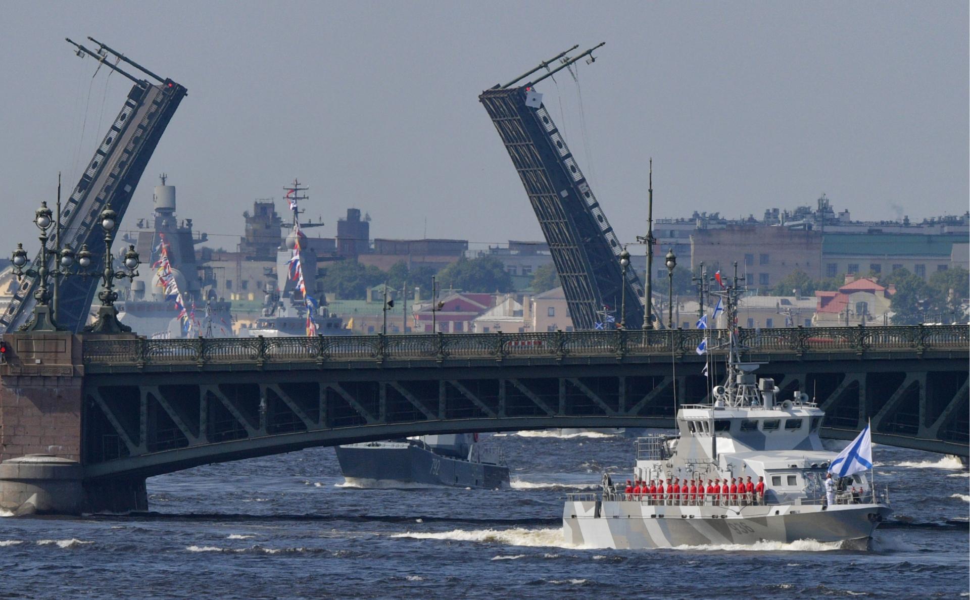 Военно-морской парад в Петербурге проведут без зрителей из-за COVID-19