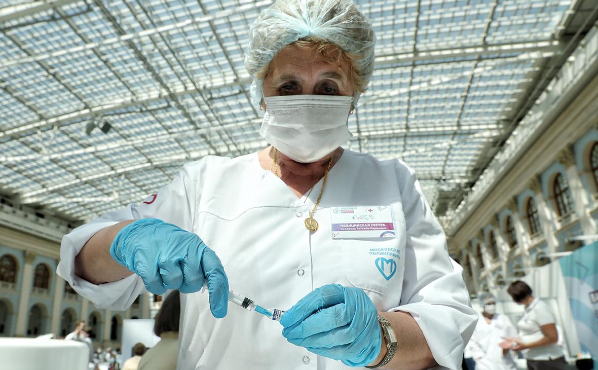В депздраве Москвы дали советы онкобольным по вакцинации от COVID