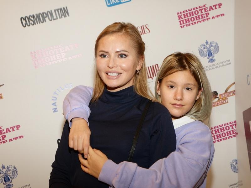 'Папа хамил, бабушка била': дочь Даны Борисовой рассказала о конфликте с отцом