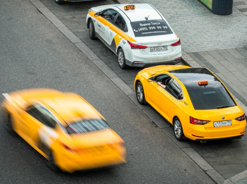 В столице завели дело на ударившую клиента электрошокером женщину-водителя такси