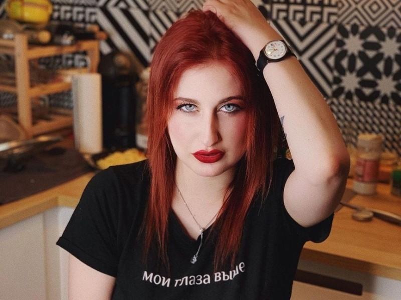 В Петербурге против оборонявшейся от партнера журналистки заведут дело