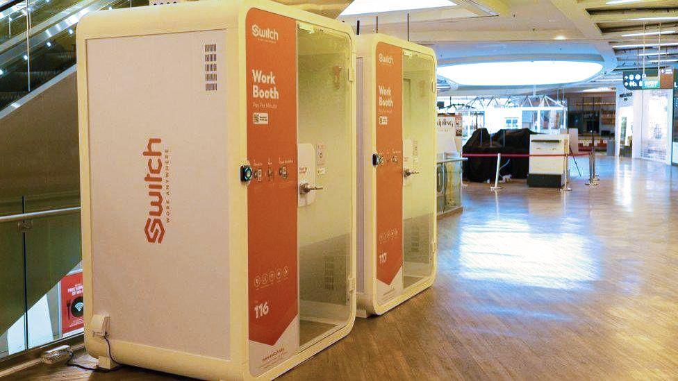 В Сингапуре начали устанавливать кабинки для удаленной работы с поминутной оплатой