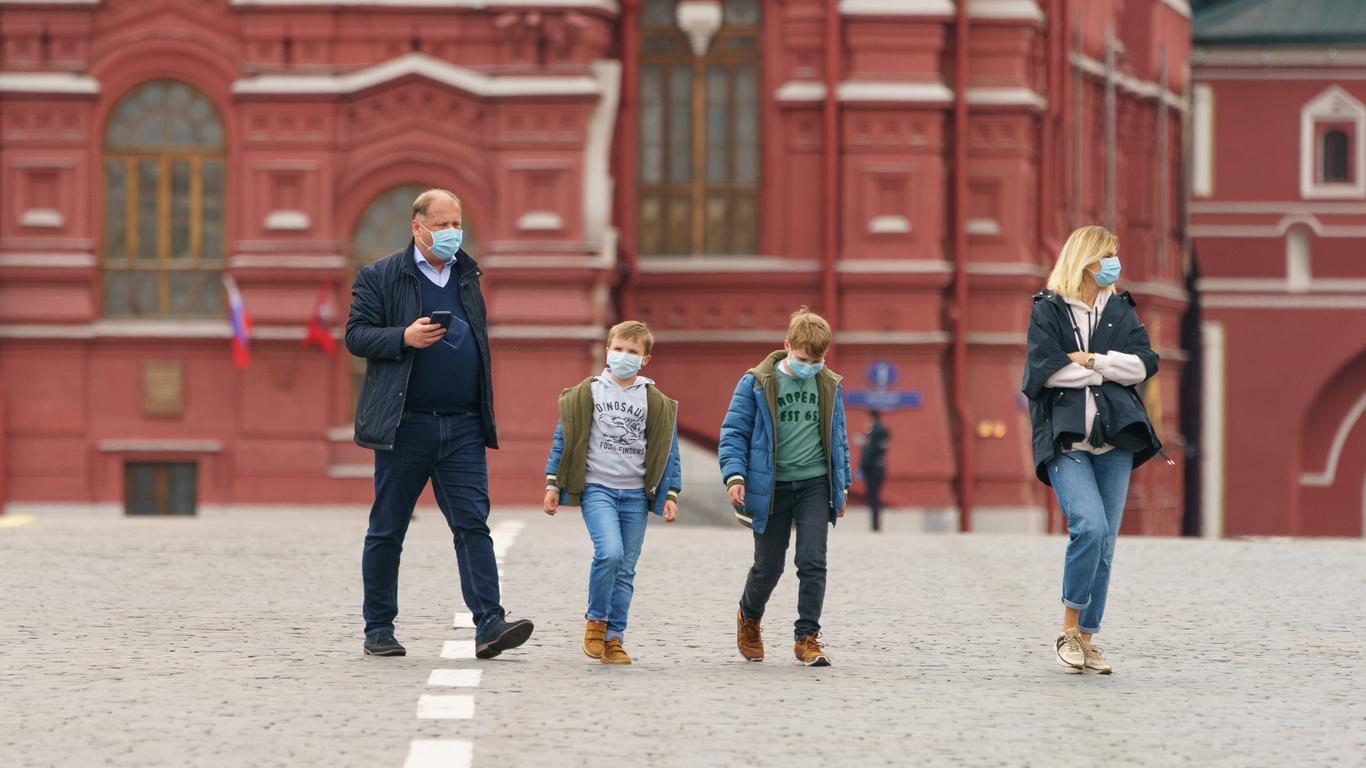 Средний класс в России из-за пандемии скатывается в бедность — ректор ВШЭ