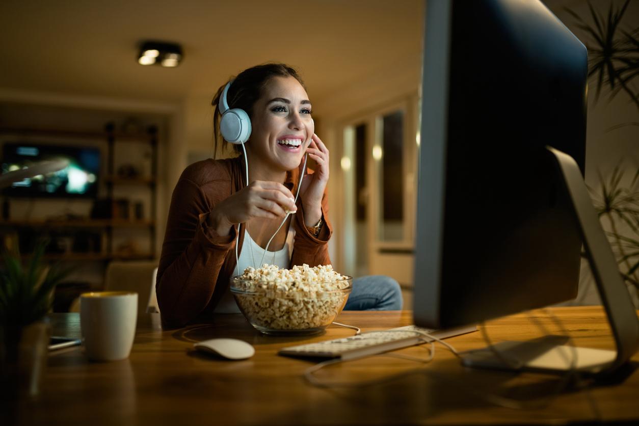Онлайн-кинотеатры ivi и «Кинопоиск» оштрафовали за сцены курения в фильмах