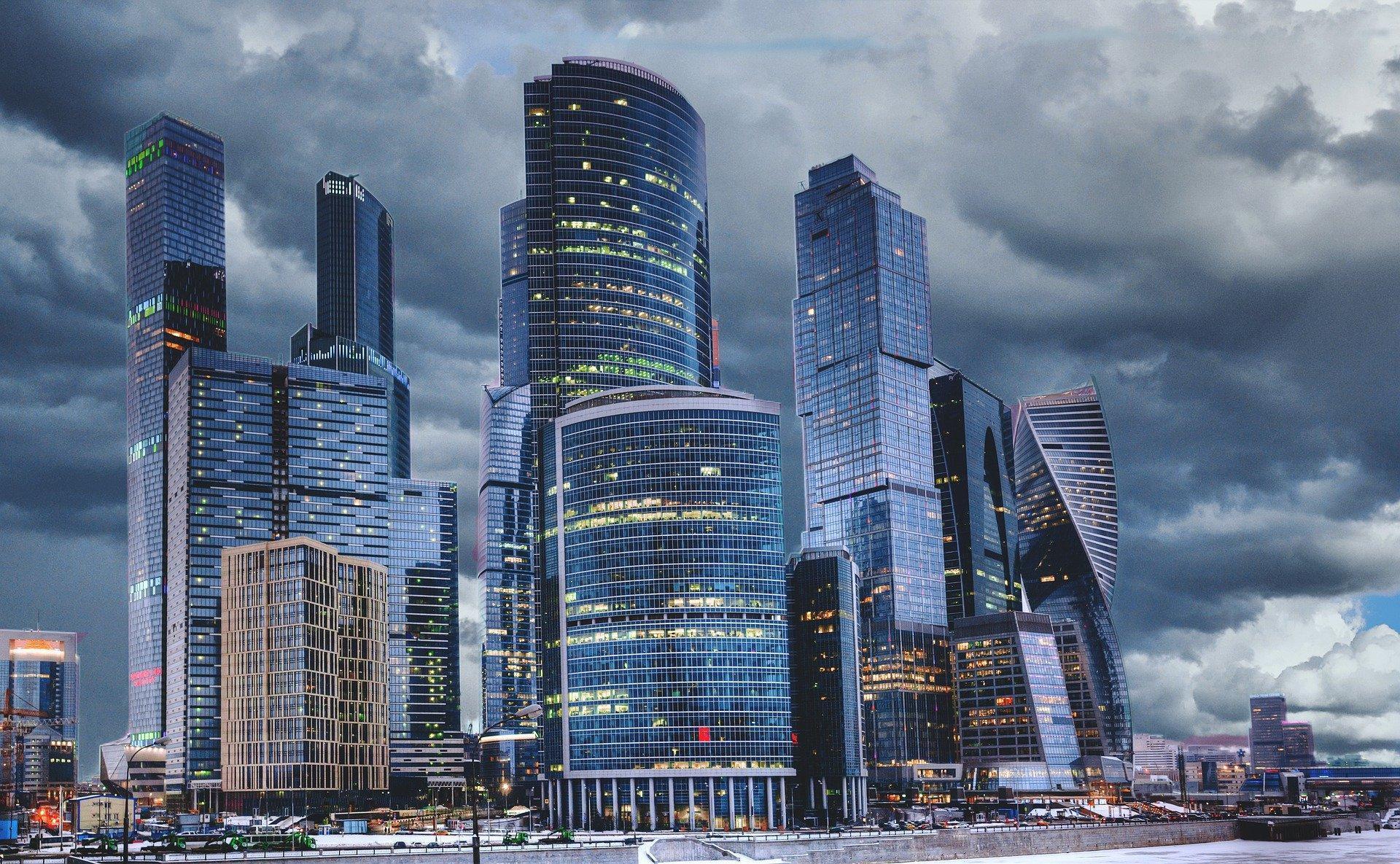 Москвичей предупредили о дожде с градом и сильном ветре