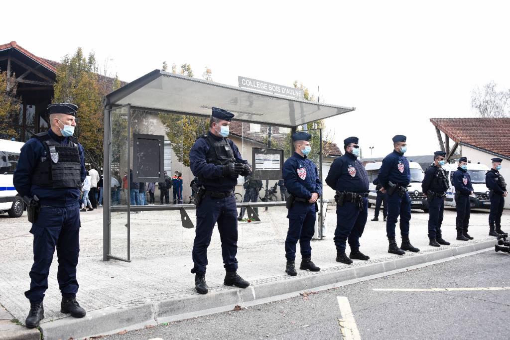 'Никаких контактов'. Дипломат опроверг связь убийцы французского учителя с Россией